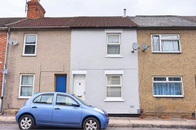 Thumbnail Terraced house to rent in Cross Street, Swindon