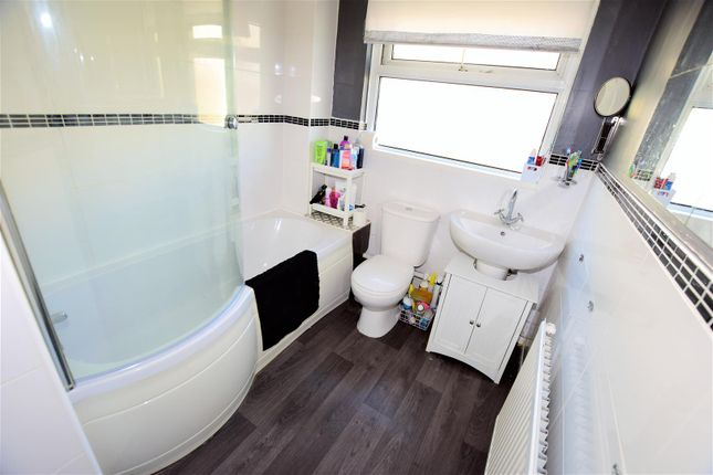 Bathroom of Broughton Place, Barry CF63
