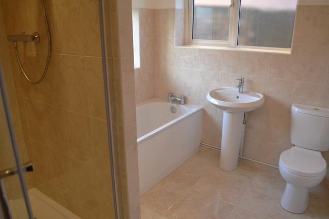 Bathroom of Waller Avenue, Luton, Bedfordshire LU4