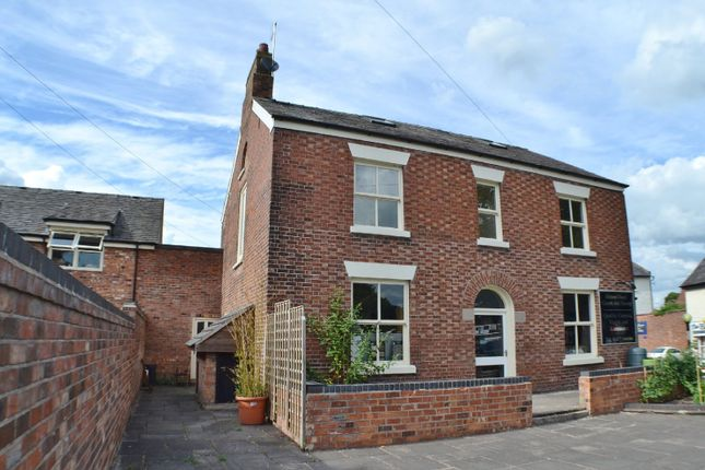 Thumbnail Flat to rent in Sandringham Court, London Road, Holmes Chapel, Crewe