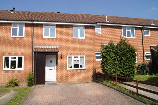 3 bed semi-detached house to rent in Evenlode Way, Sandhurst, Berkshire GU47