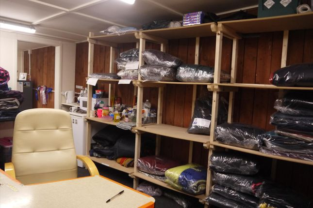 Photo 4 of Commercial Laundry LS19, Yeadon, West Yorkshire