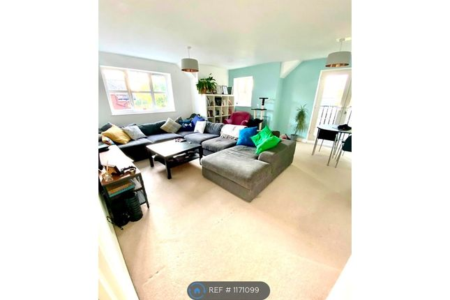 Thumbnail Flat to rent in Limes Close, Redhill