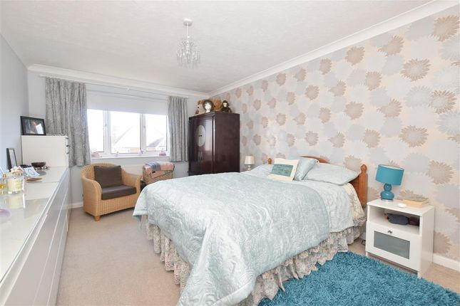 Flat for sale in Manor Road, Worthing, West Sussex