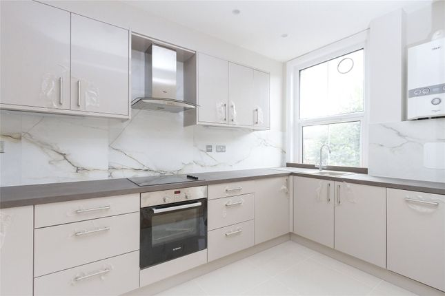 Flat to rent in Chalfont Road, London
