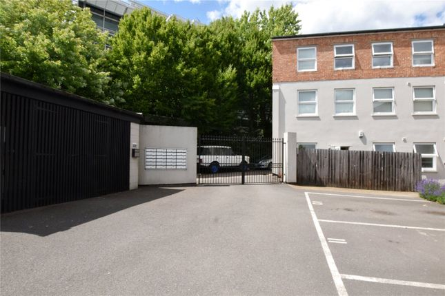Picture No. 12 of North West Apartment, 25 Woodford Road, Watford, Hertfordshire WD17
