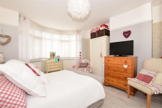 Bedroom 1 of Stakes Hill Road, Waterlooville, Hampshire PO7