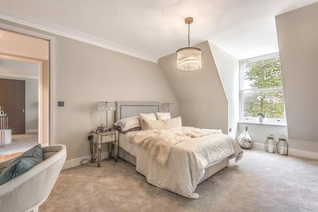 Bedroom of Dollis Avenue, London N3