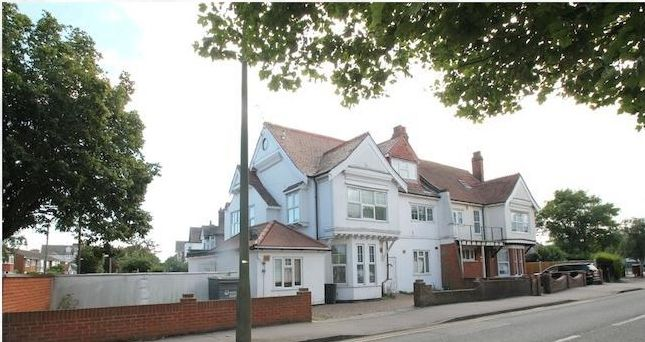 Thumbnail Flat to rent in Holland Park, Clacton-On-Sea