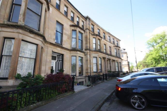 Thumbnail Flat to rent in Westbourne Gardens, Glasgow