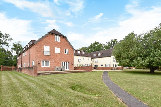 Thumbnail Flat for sale in Heath House Road, Hook Heath, Woking