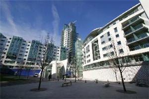 2 bed flat to rent in Long Lane, Borough