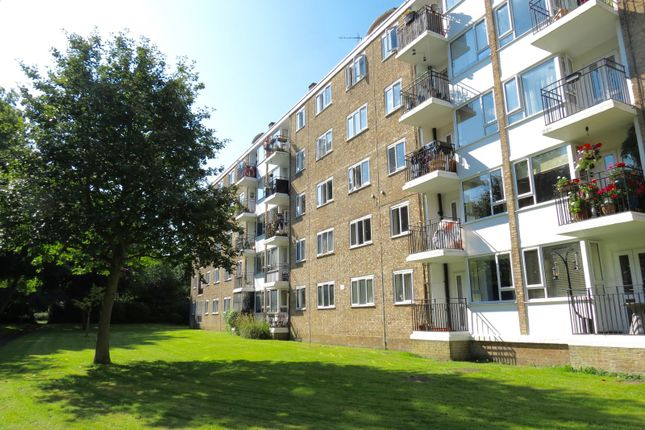 Thumbnail Flat for sale in Innes Gardens, London