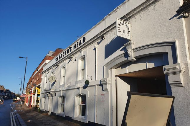 Thumbnail Pub/bar to let in Saracens Head, 45 High Street South, Dunstable, Bedfordshire