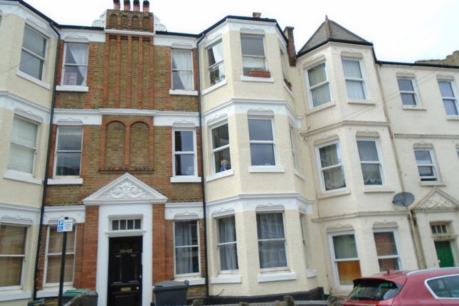 2 bed flat to rent in Birkbeck Road, Hornsey