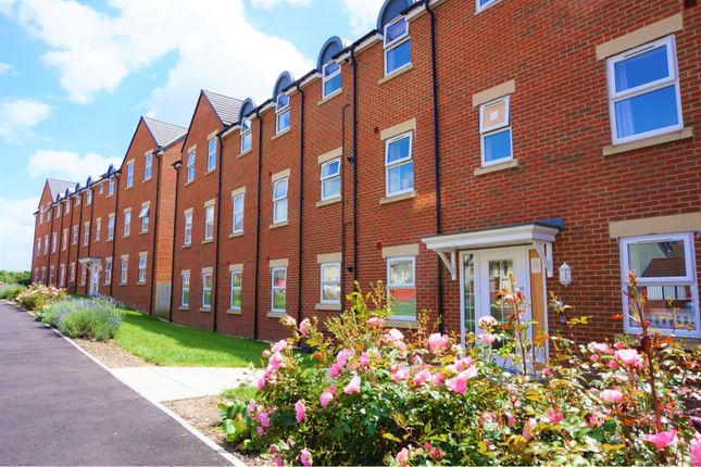 Thumbnail Flat for sale in Cloatley Crescent, Swindon