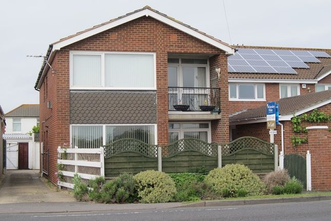 2 bed flat to rent in Portsmouth Road, Lee-On-The-Solent