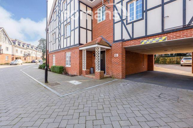 Thumbnail Flat to rent in Grange Road, Chalfont St. Peter, Gerrards Cross