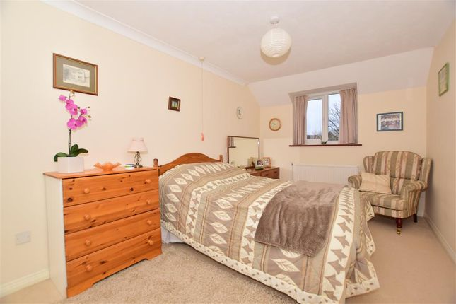 Thumbnail Flat for sale in North Parade, North Parade, Horsham, West Sussex