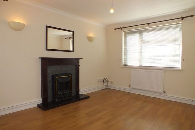 Thumbnail Flat to rent in Overton Way, Wrexham
