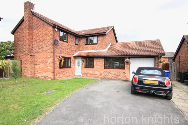 Thumbnail 4 bed detached house for sale in Fairford Close, Bessacarr, Doncaster