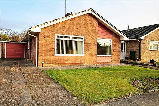 Thumbnail Bungalow to rent in Bracken Close, Crawley