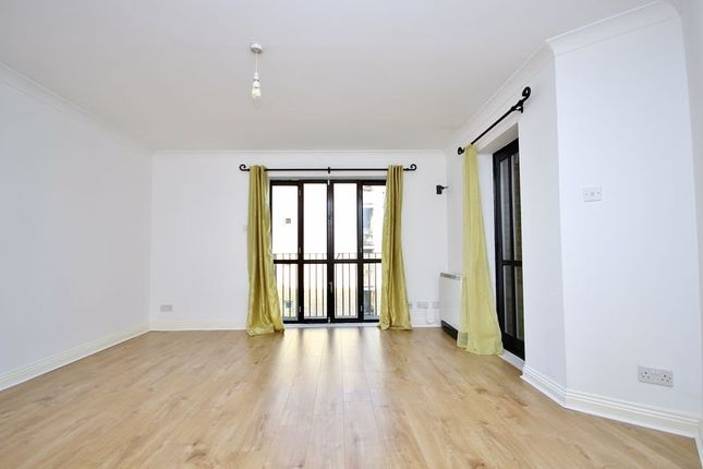 Thumbnail Flat to rent in Brunel House, Burrell's Wharf, London