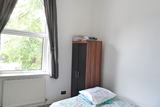 2 bed flat to rent in Portland Road, Edgbaston, Birmingham