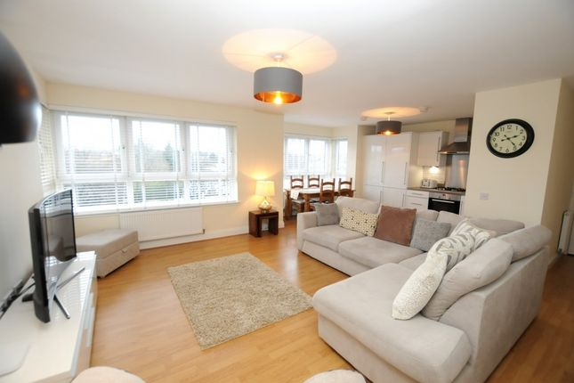 Thumbnail Flat for sale in 2/3, 2341 Great Western Road, Glasgow