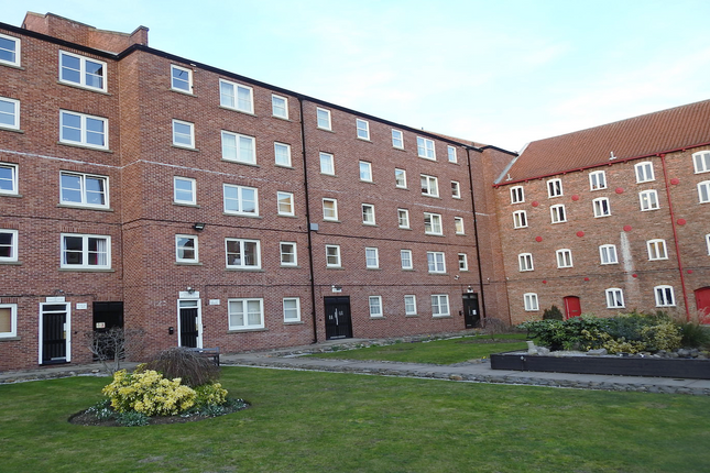 2 bed flat to rent in Phoenix House, High Street HU1