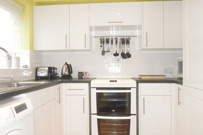 1 bed flat to rent in Kimberley Close, Langley, Slough