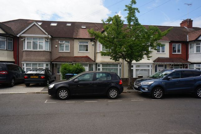 Thumbnail Terraced house for sale in Cairnfield Avenue, London