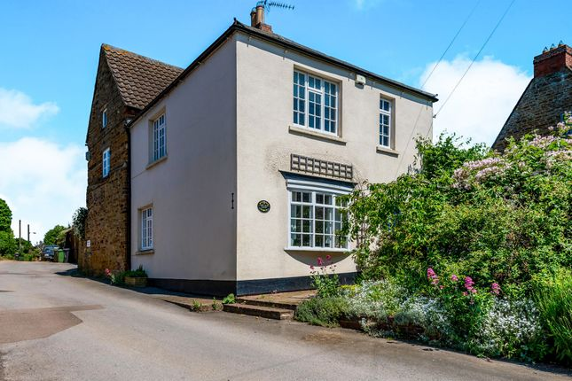 Thumbnail Property for sale in West Street, Earls Barton, Northamptonshire