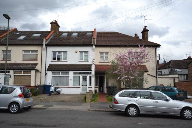 Thumbnail End terrace house for sale in Horsham Avenue, Friern Barnet, London
