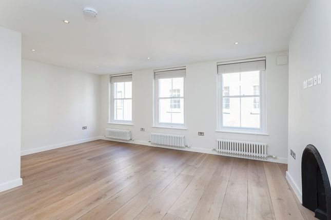Studio to rent in New Row, London WC2N