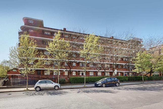 Flat for sale in Matthias Road, London, Stoke Newington, London