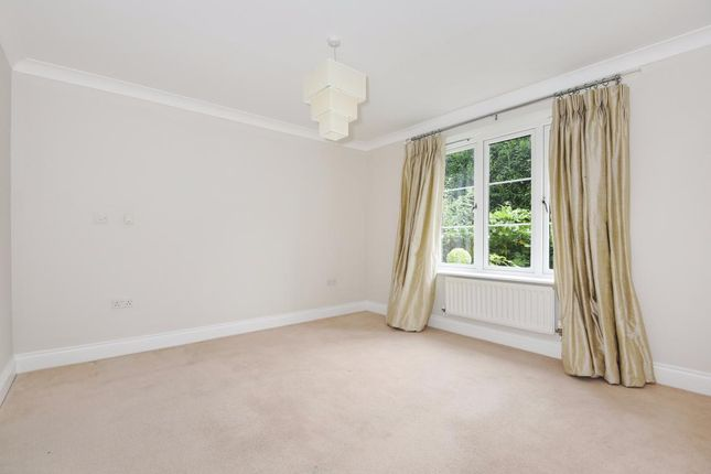 Picture 10 of Finchampstead, Wokingham RG40