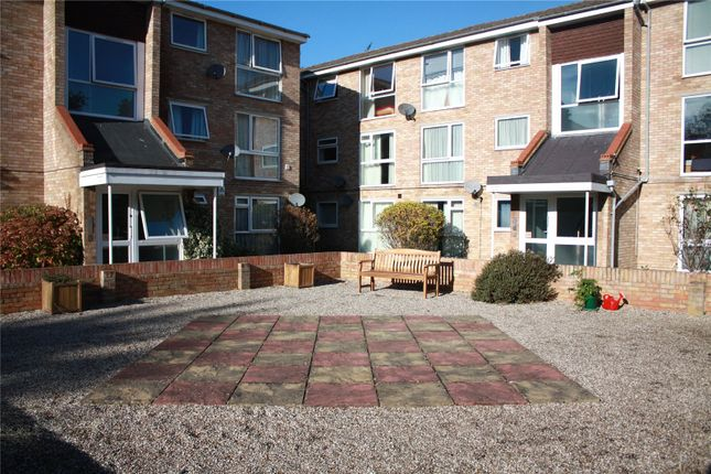 2 bed flat for sale in Josephine Court, Southcote Road, Reading, Berkshire
