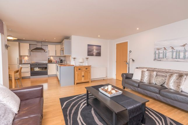 Lounge Alt of Lochrin Place, Edinburgh EH3