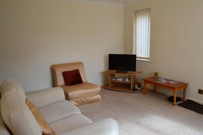 Thumbnail Property to rent in Monkswood Crescent, Tadley