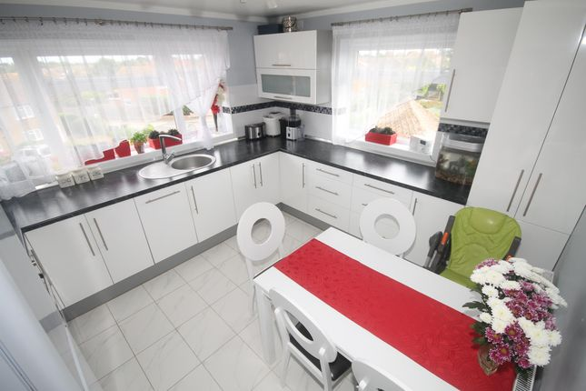 Thumbnail Flat to rent in Brighton Road, Holland-On-Sea, Clacton-On-Sea