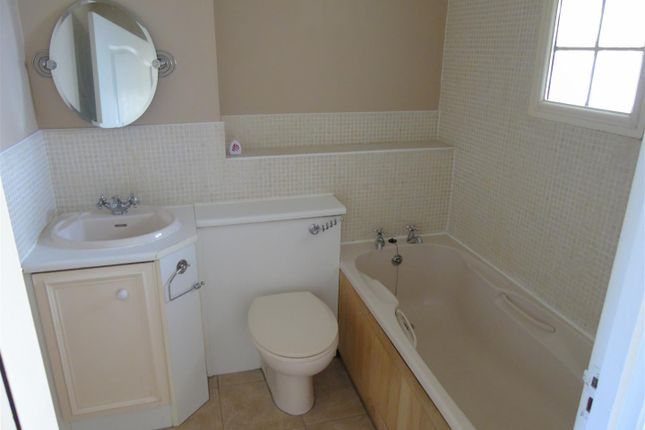 Family Bathroom of Longdown Road, Fazakerley, Liverpool L10