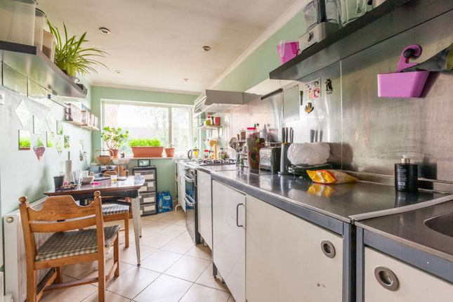 Thumbnail Maisonette to rent in Bramley Crescent, Ilford