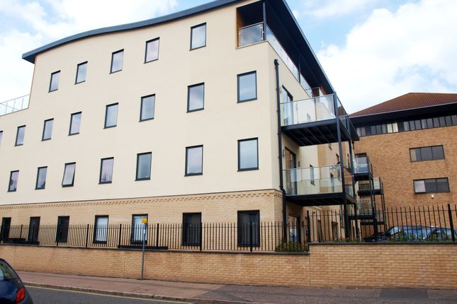 Thumbnail Flat to rent in New Road, Brentwood