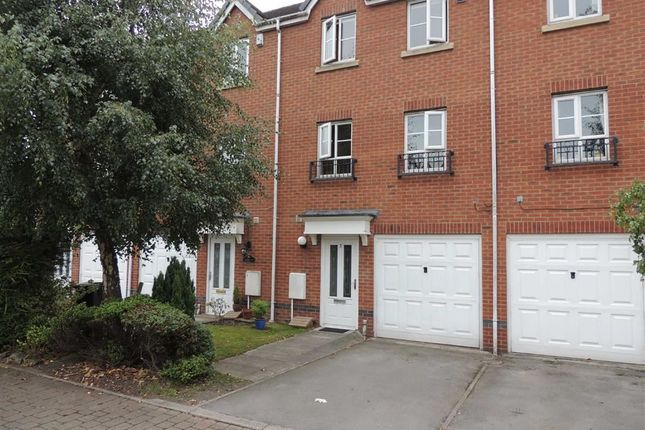 Thumbnail Town house for sale in Capstone Drive, Marple, Stockport