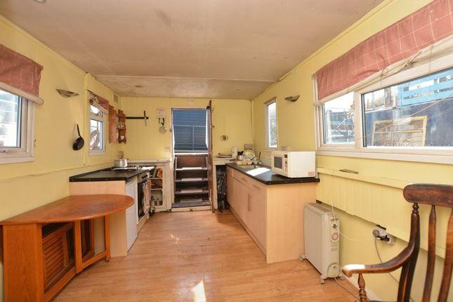 Open Plan Kitchen / Living / Dining