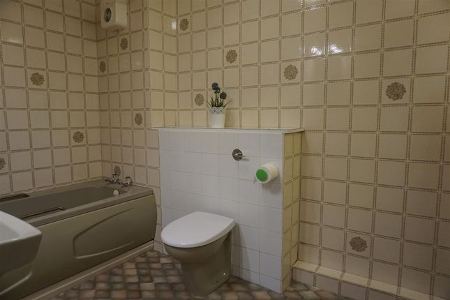 Bathroom of Rotherstoke Close, Rotherham S60