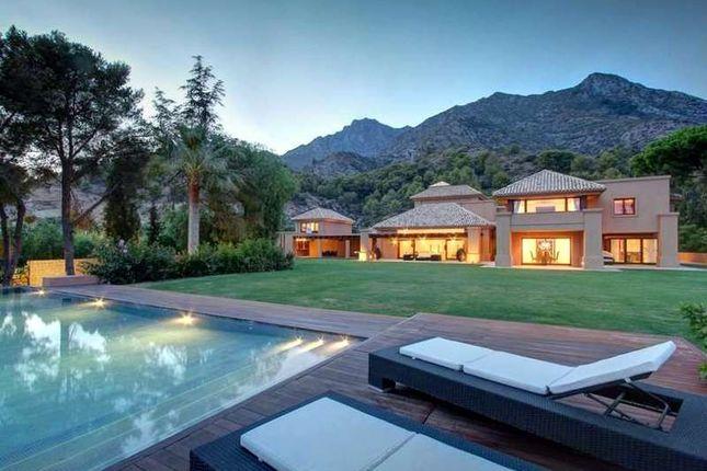 Thumbnail Villa for sale in Urbanización Cascada De Camojan, 29602 Marbella, Málaga, Spain