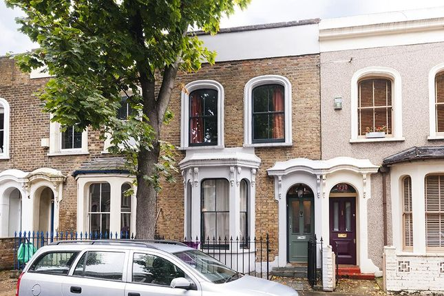 3 bed terraced house to rent in Athelstane Grove, Mile End, London