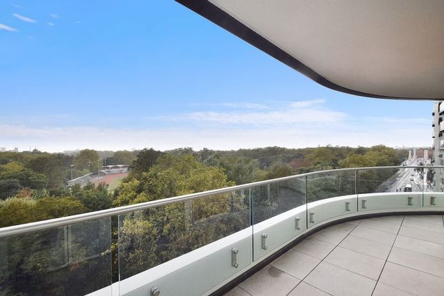 Thumbnail Flat for sale in Cascade House In Vista, 348 Queenstown Rd, Chelsea
